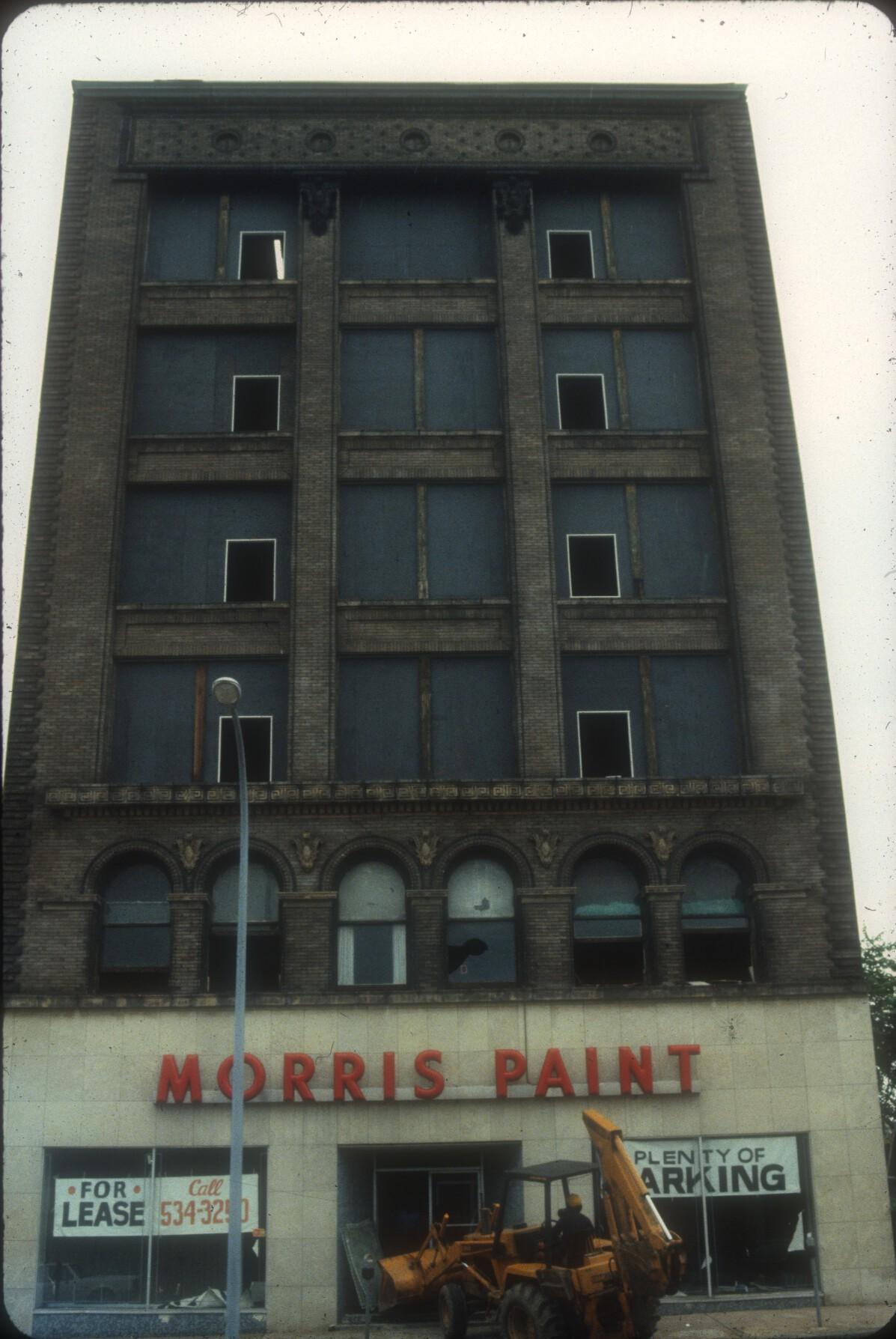 MorrisPaintWalkerEstate_1982_p2_slide3_06